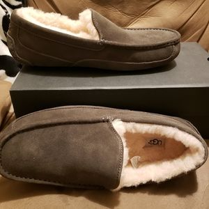 Ugg mens Slippers size 13 new with box